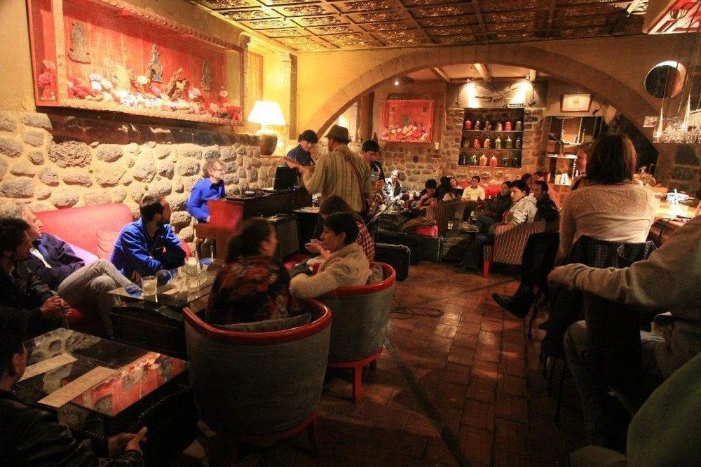 Disfruta de la juerga y entretenimiento en Cusco